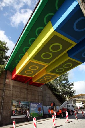 martin heuwold painting lego bridge wuppertal