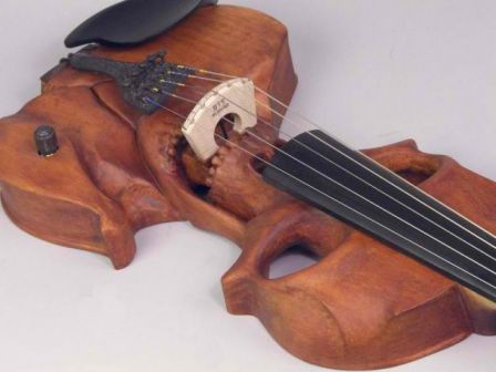 Stratton Skull 5-string Electric Violin, Wood, le violon  en forme de tête de mort