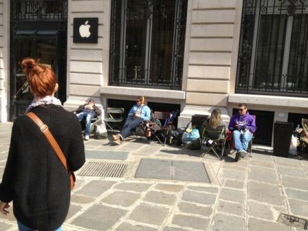 iphone5-apple-store-paris-camping.jpg