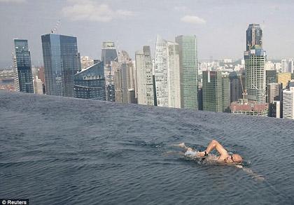 Le marina bay sands de singapour et sa piscine de 150 for Hotel singapour piscine